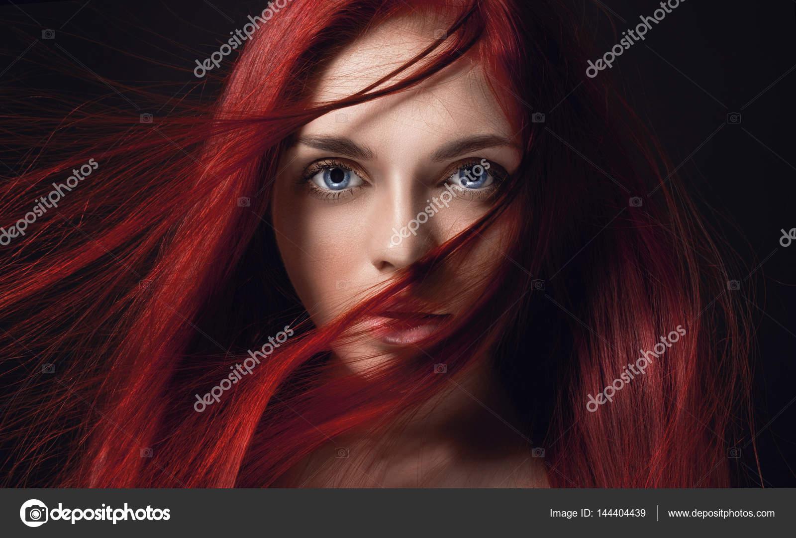Очень сексуальная и красивая рыжая