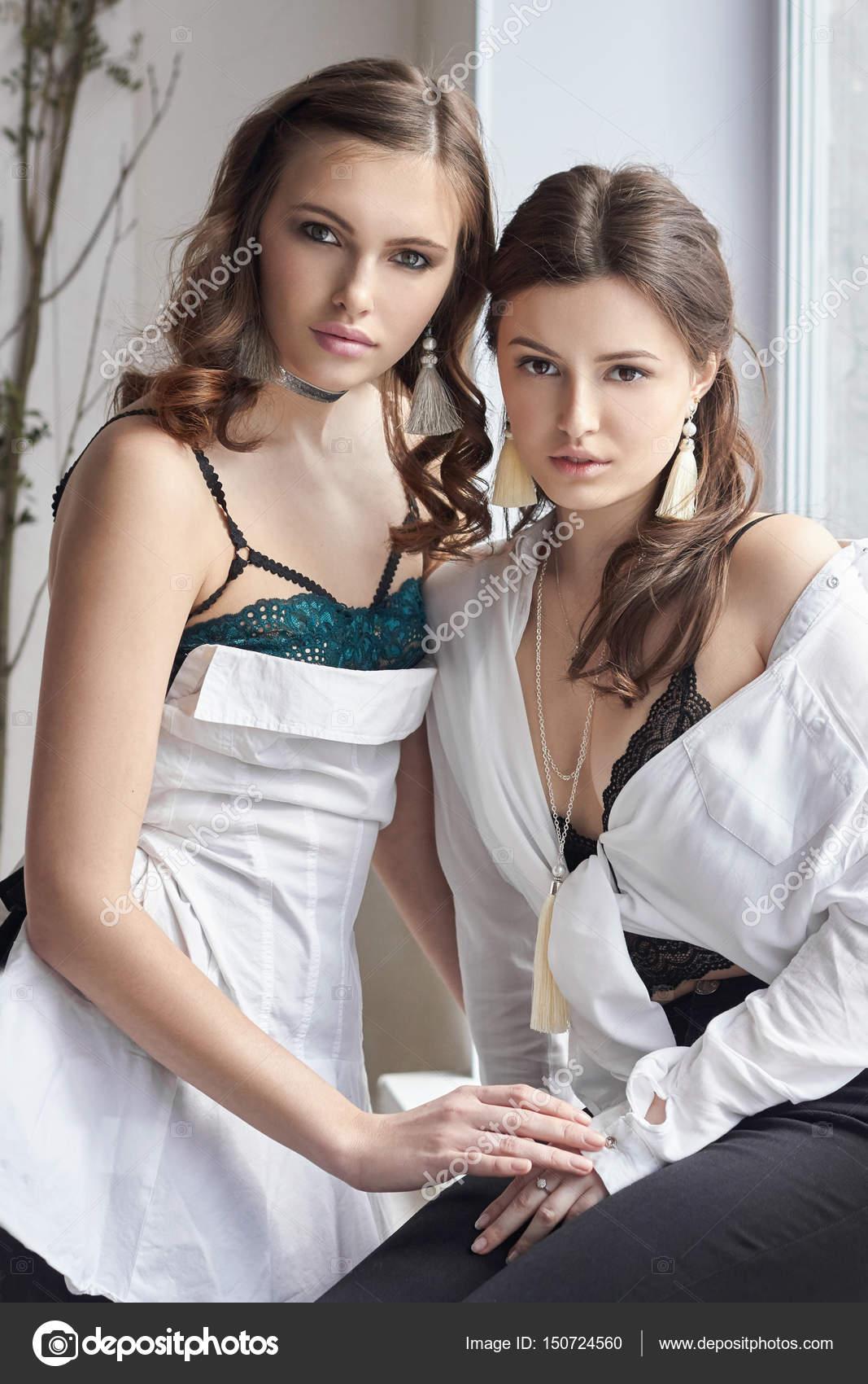 молодые девушки красивые в нижнем белье фото