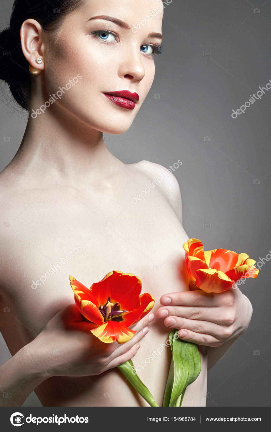 Share Nude female flower speaking