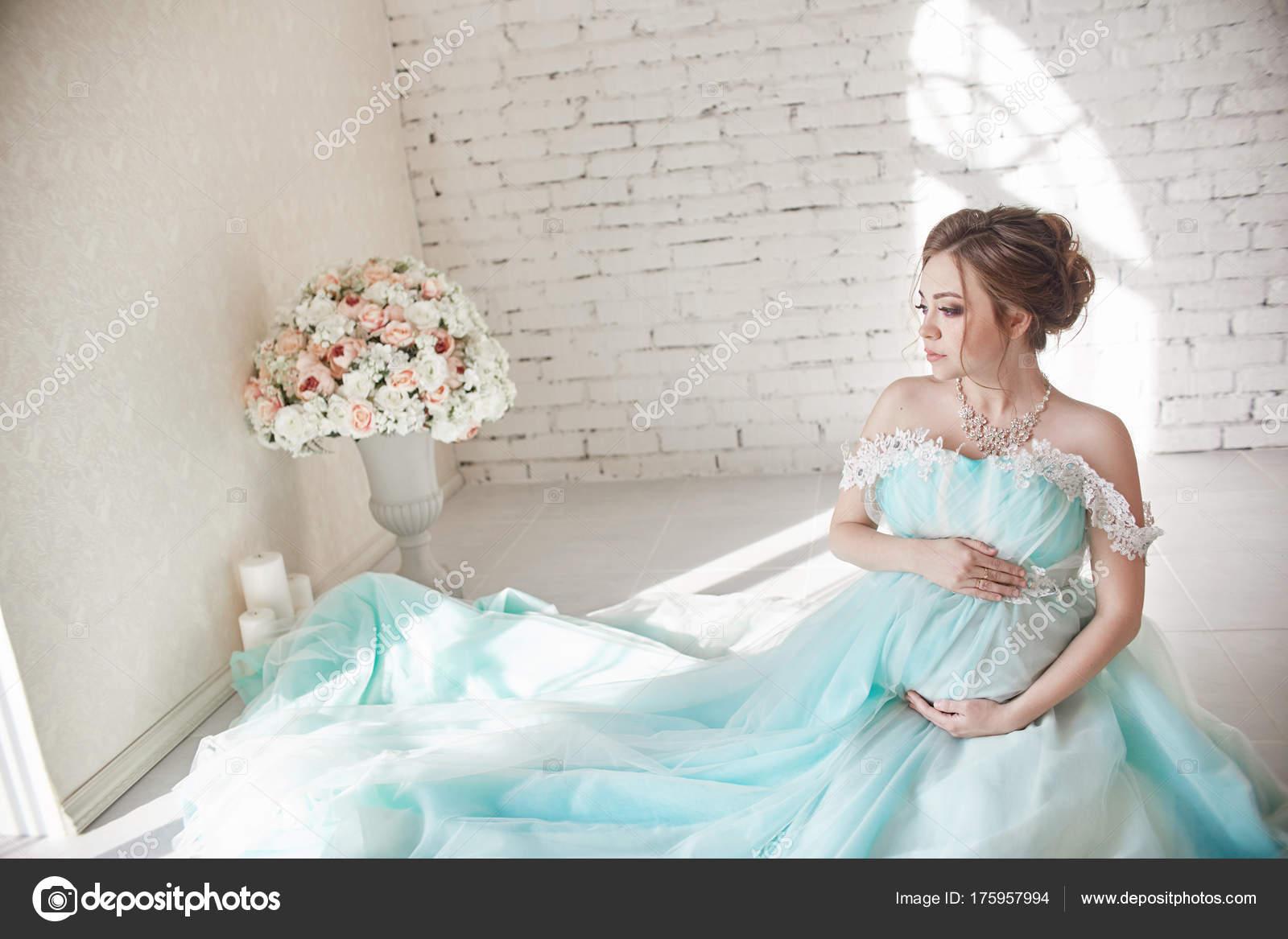 Pregnancy, pregnant woman, family planning, caesarean section de ...
