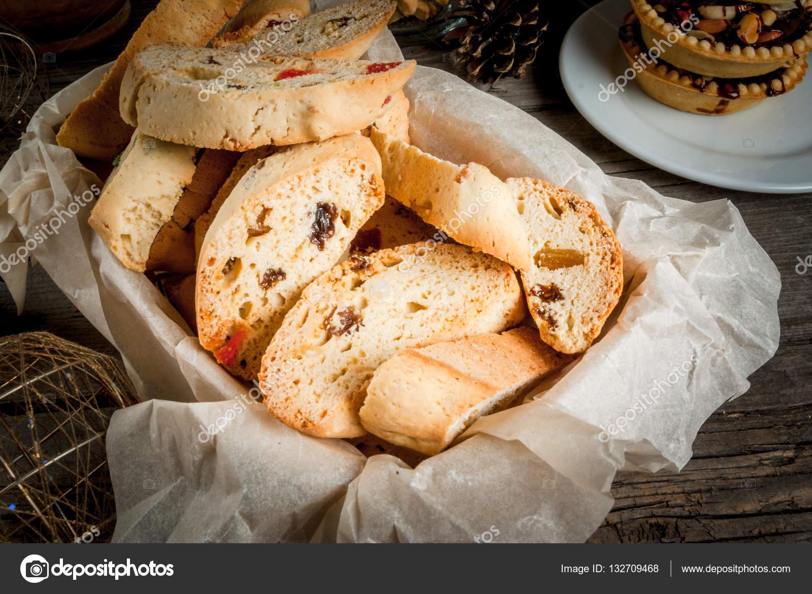 Kızılcık ve fıstıklı biscotti tarifi