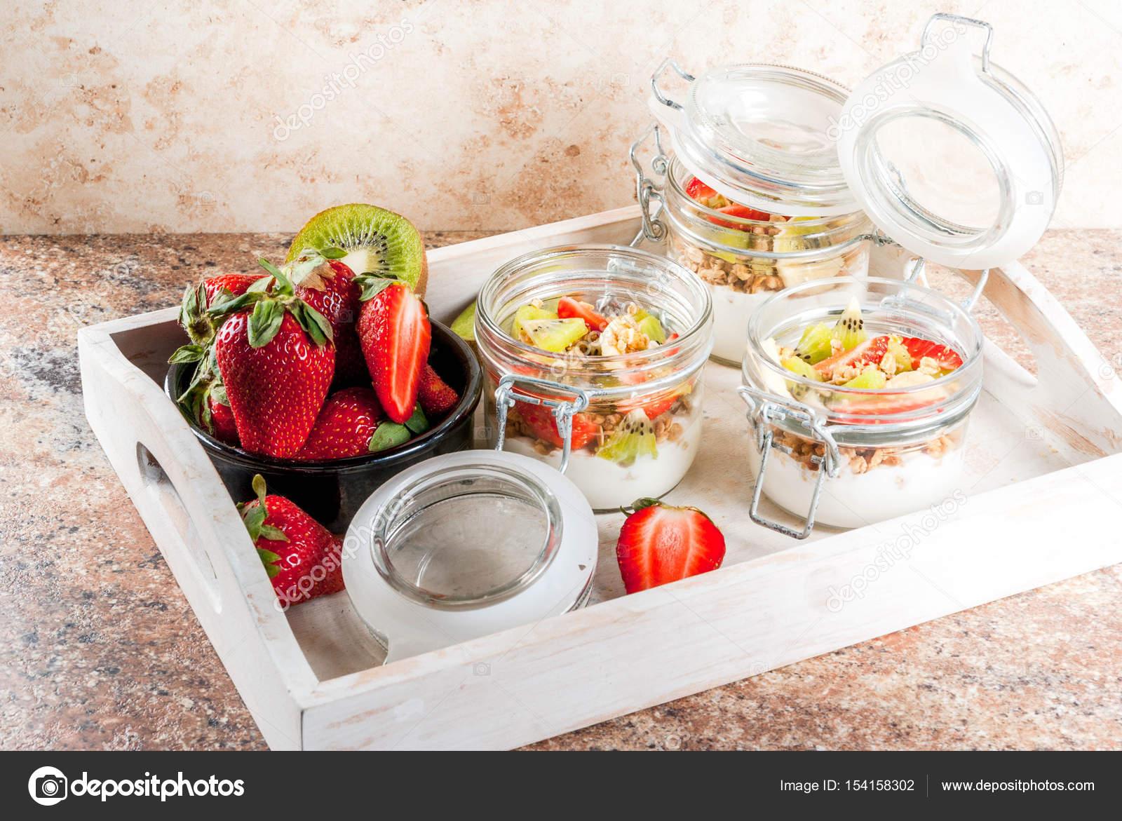 Завтрак мюсли и фрукты, диеты концепции — стоковое фото.