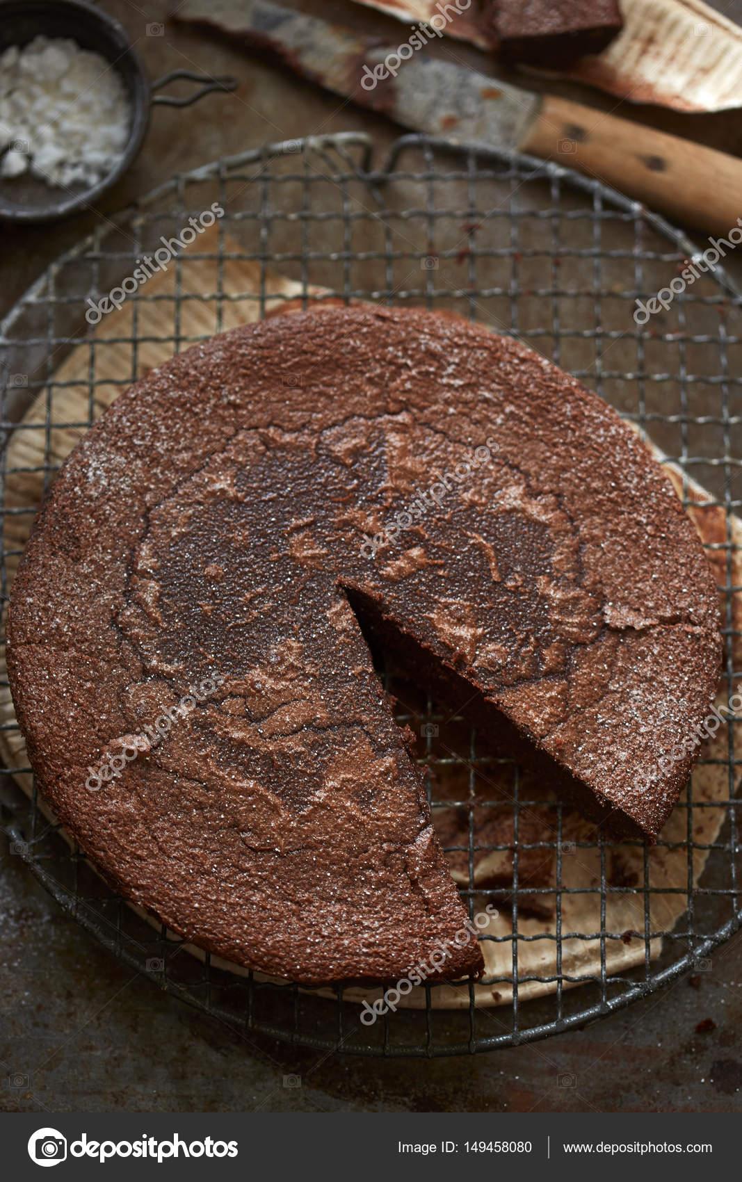Schokoladen Fondant Kuchen Auf Rack Kuhlung Stockfoto