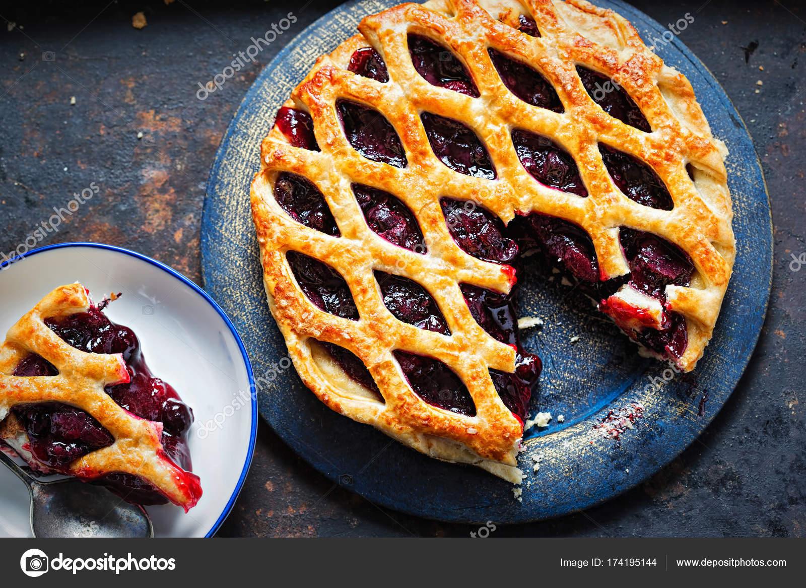recipe: blackberry puff pastry pie [36]