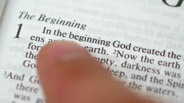 Nedělní čtení písma svatého: na počátku Bůh stvořil