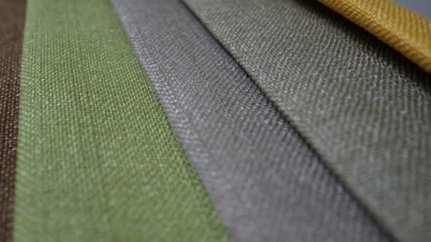 Materiál vzorky různých barev v pohybu jsou pro spřádání a rotace