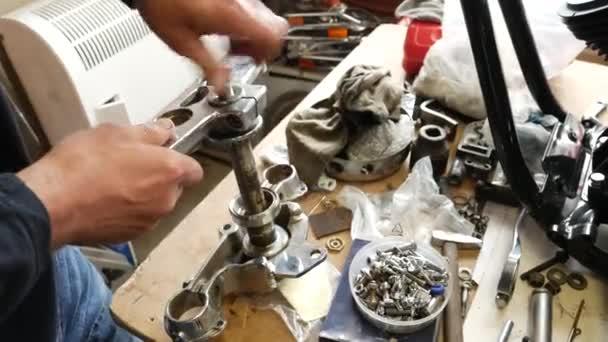 Motocykl Workshop. Podrobnosti o motorce