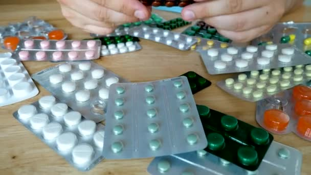 Nemocný pacient hledá pilulky