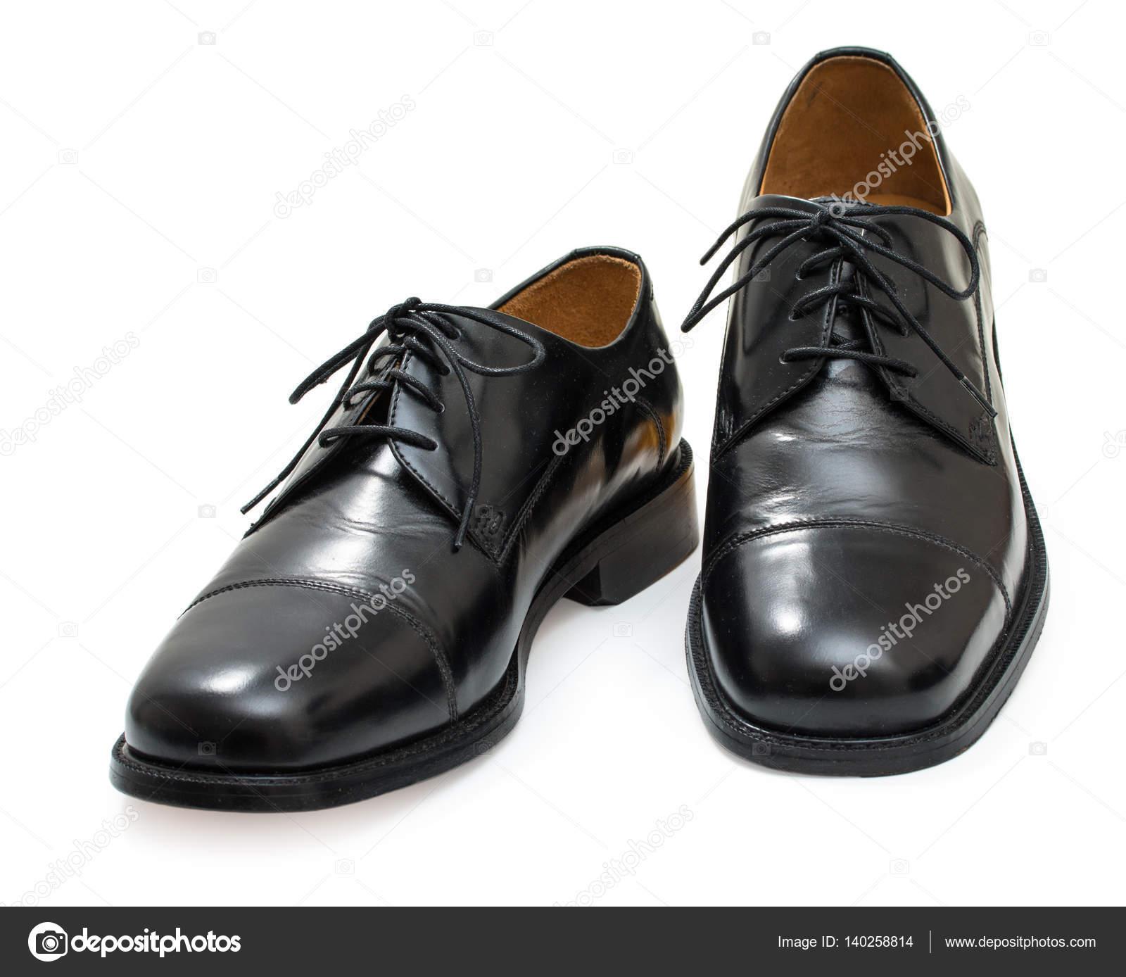 10ceb8fc05 Par de zapatos elegantes para hombre. Moda negro cuero brillante. Aislado  sobre fondo blanco — Foto de 3249855.gmail.com