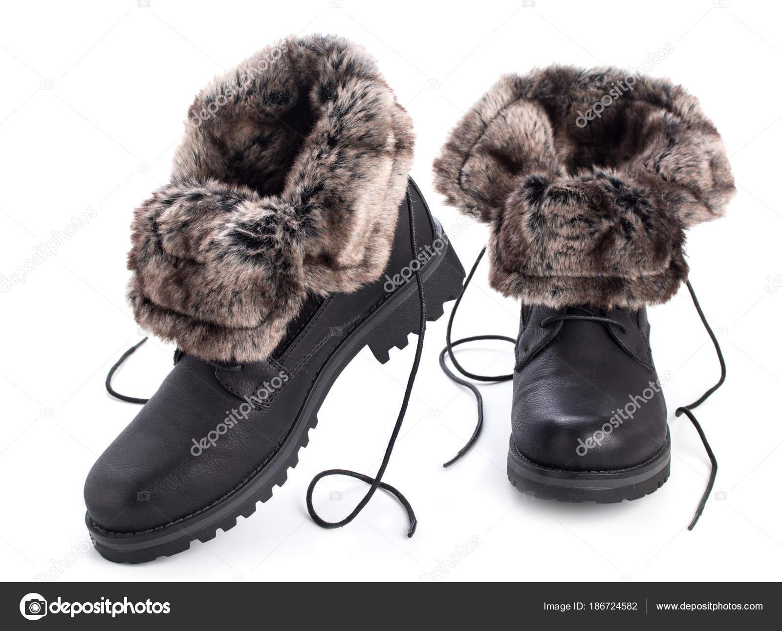 Paar schwarze Winter Mode Damen Stiefel mit Fell isoliert auf einem —  Stockfoto 261bda9c8e