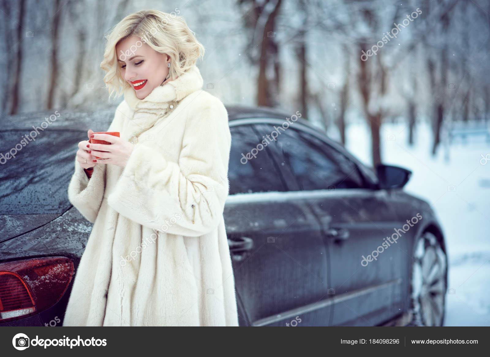 perepihnulis-zimoy-s-blondinkoy-porno-zrelih-telochek-s-molodimi-parnyami