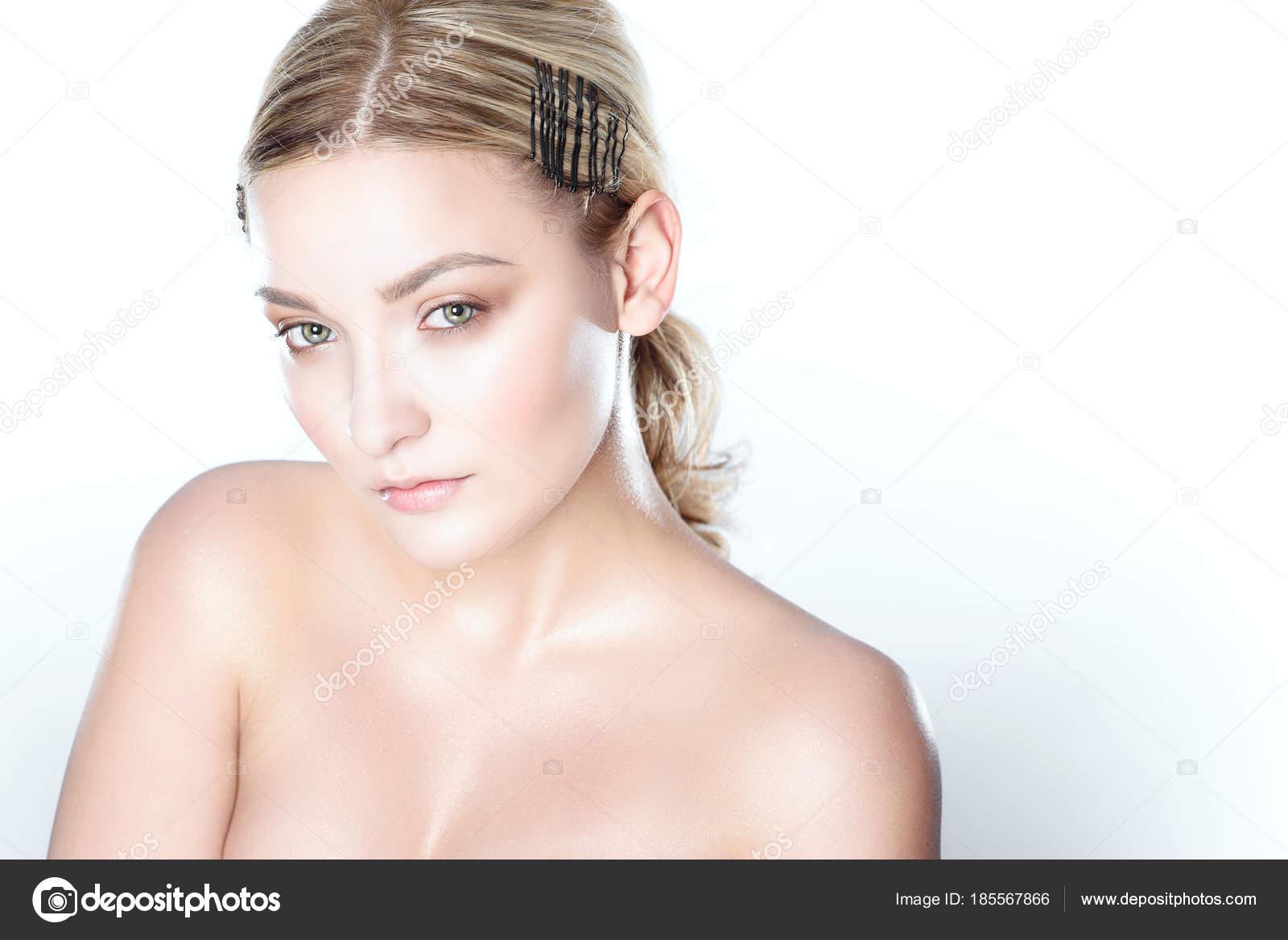 Όμορφο μοντέλο γυμνό