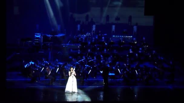 Dněpr, Ukrajina - 11 února 2018: Symphonyic zobrazení prováděné Dněpr divadlo opery a baletu - dirigent Yuri Porohovnik