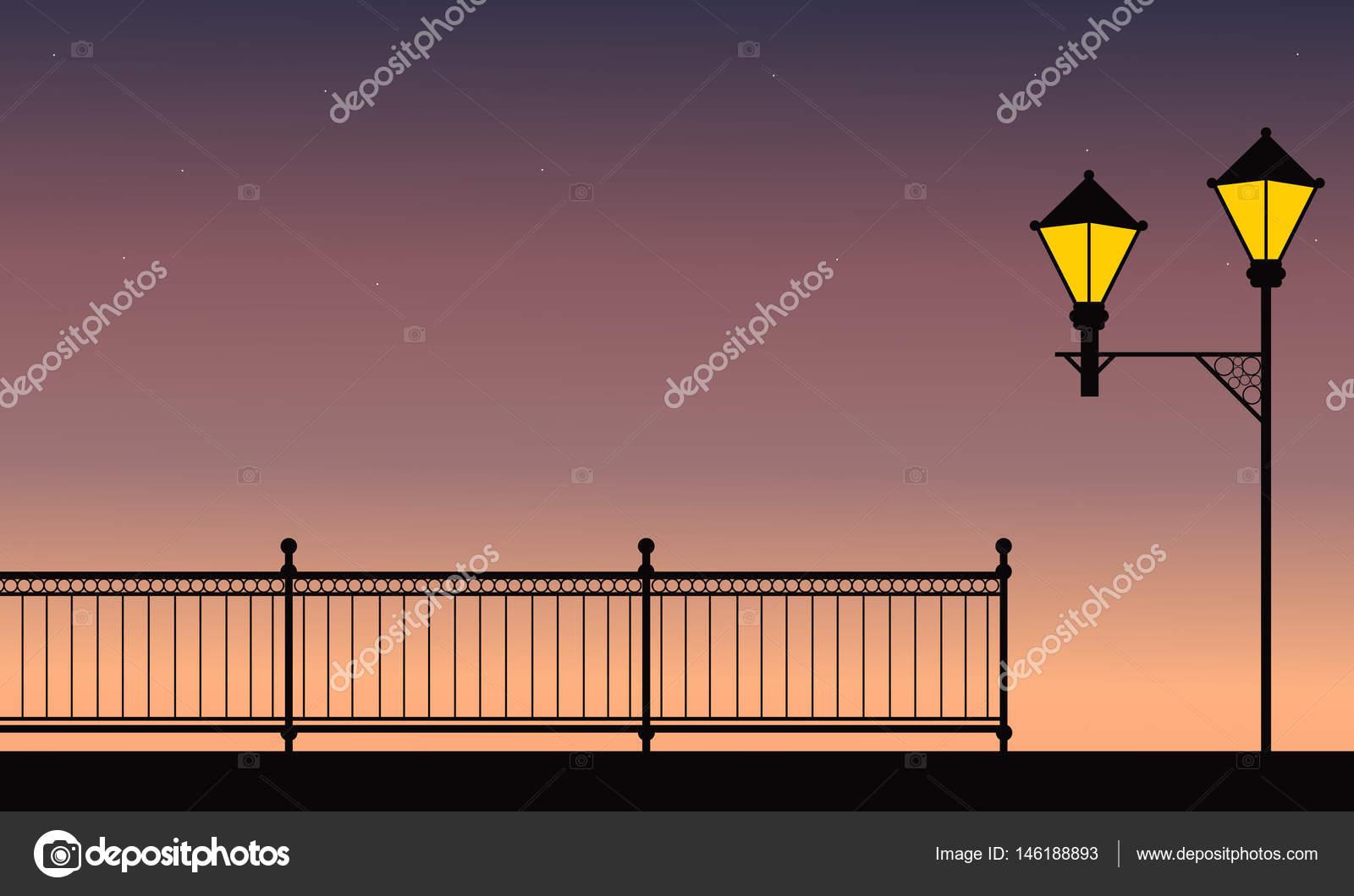 Silhouette De Cloture Avec Lampe De Rue Dans La Nuit Image