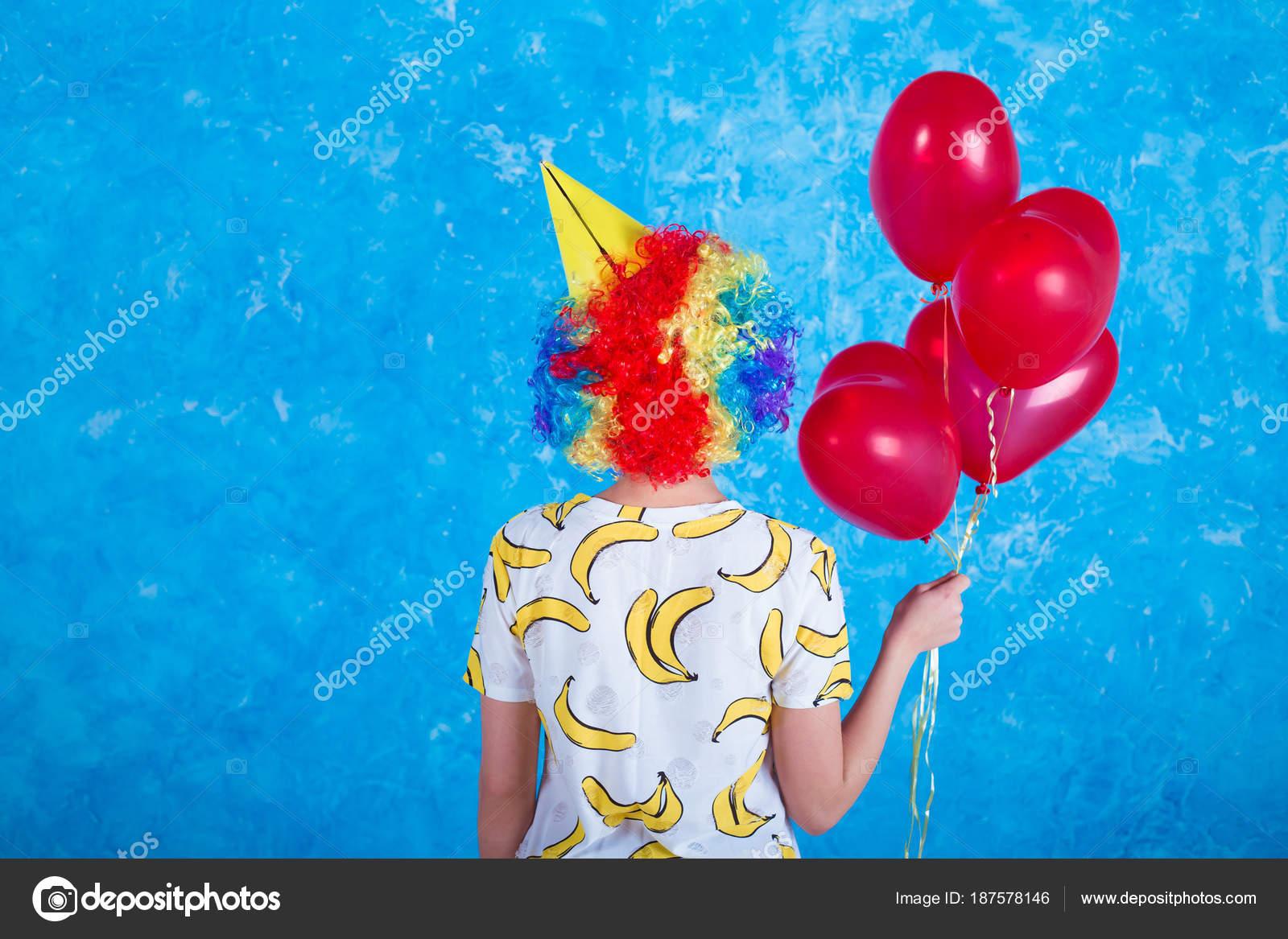 Clown Joyeux Concept Vacances Une Jeune Fille Gaie Dans Costume