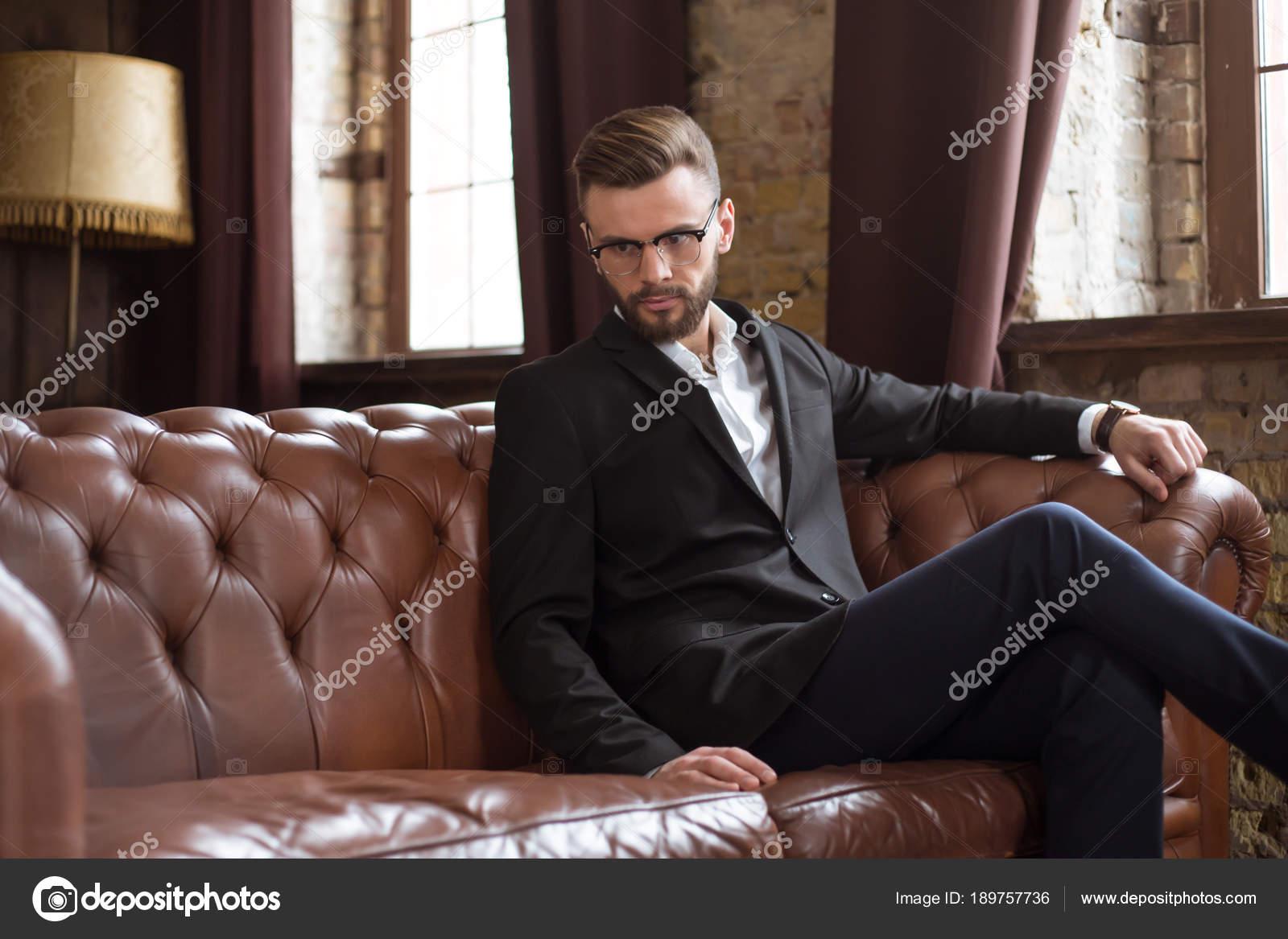 Vestito Elegante Ufficio : Bello eleganti barbuto uomo affari sicuro vestito elegante