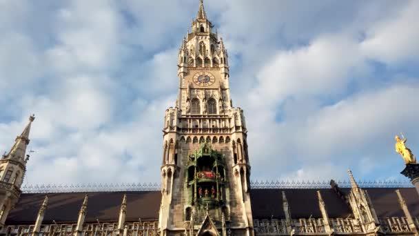 München, Deutschland - Oktober 2019: München Marienplatz Rathausbau Turm am Marienplatz, Münchner Innenstadt Altstadt