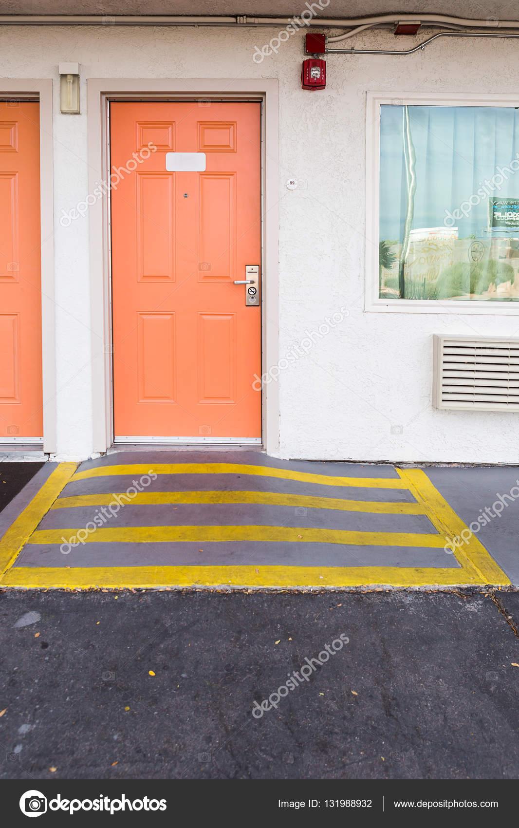 Entrada A La Habitaci N Con Rampa Para Silla De Ruedas