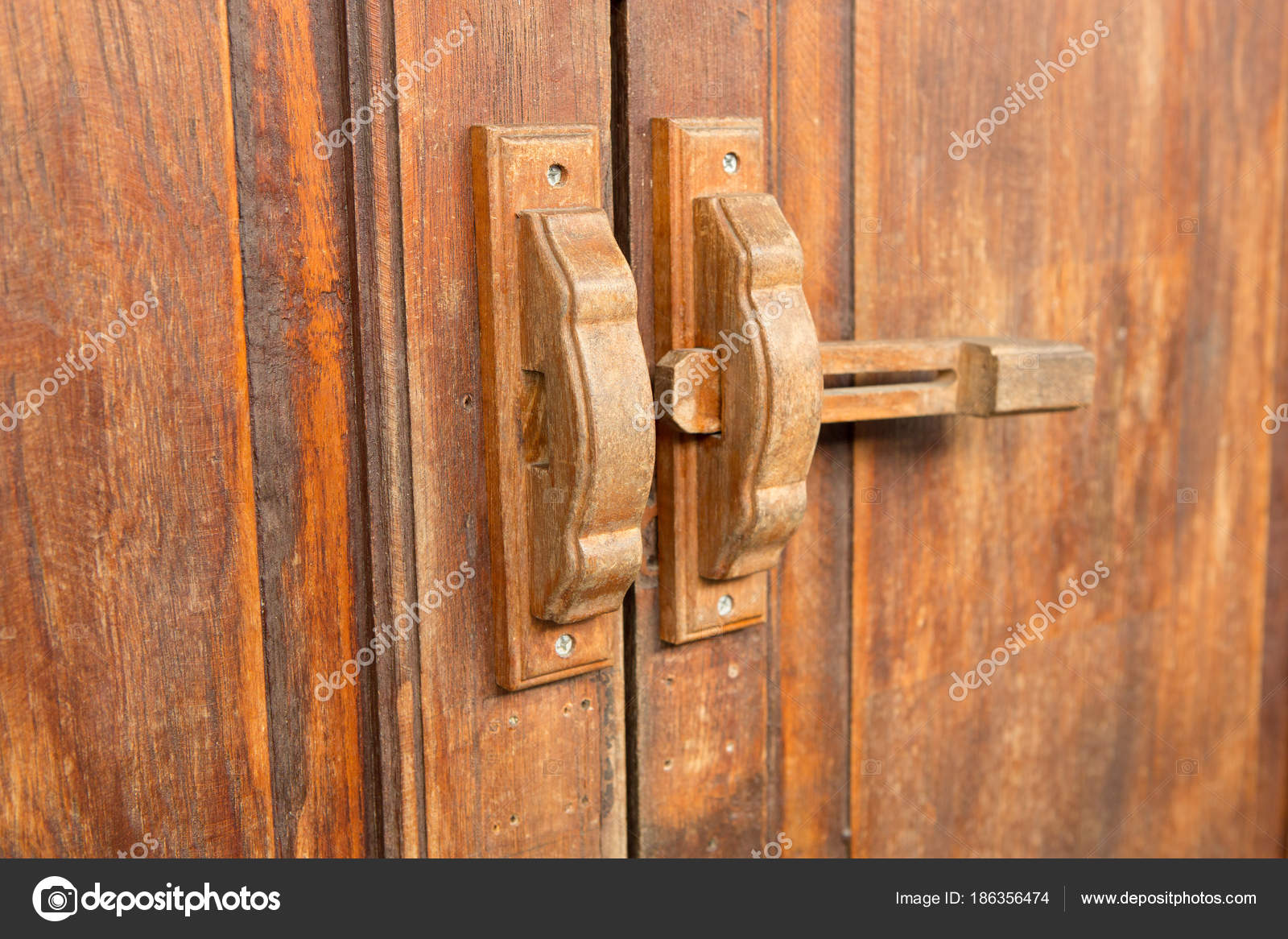 Asi ticas viejas cerraduras de puerta de madera y cierre de madera fotos de stock bill45 - Cerradura de puerta de madera ...
