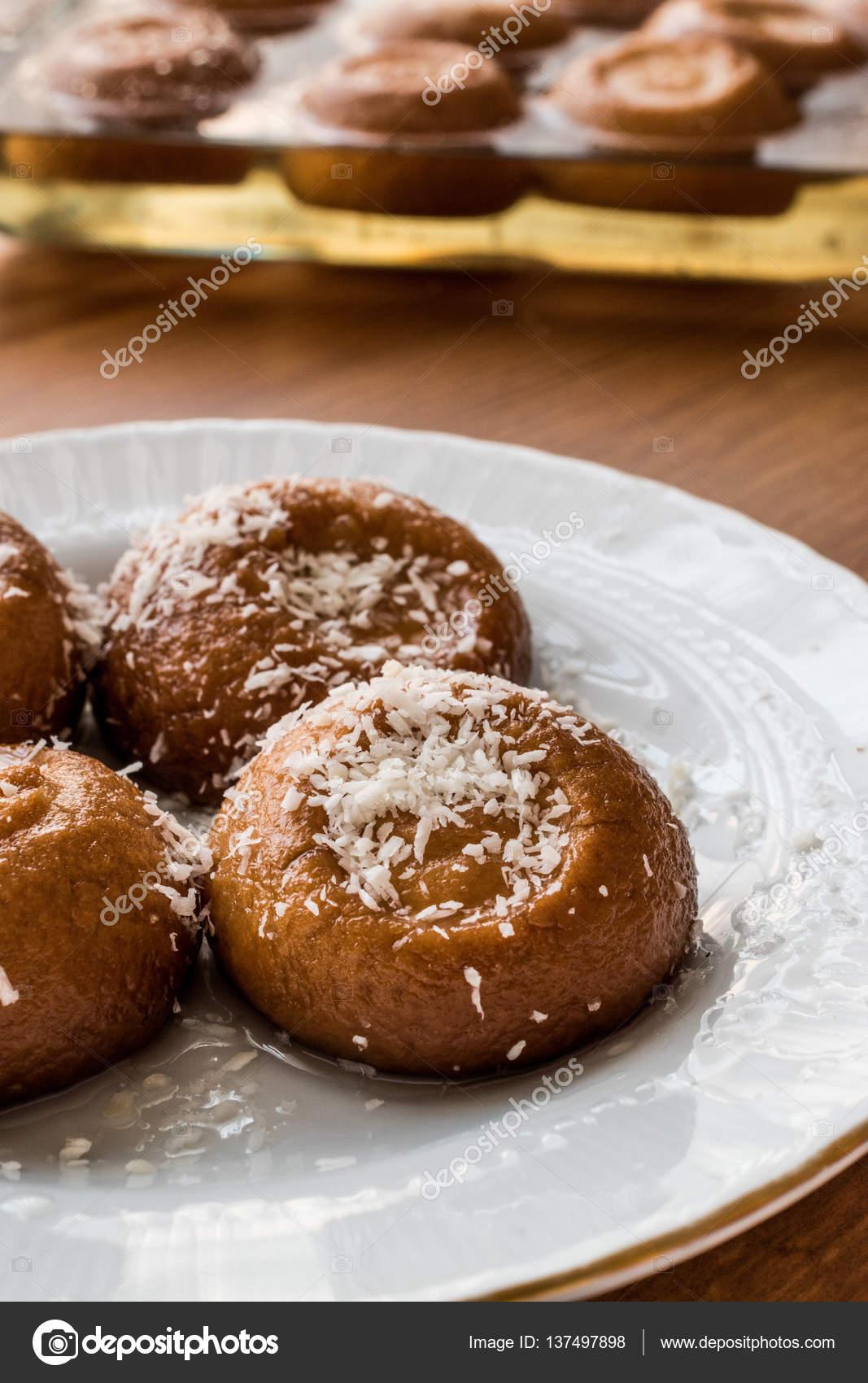 Turkisches Dessert Sekerpare Mit Kokos Pulver Kleine Kuchen Mit