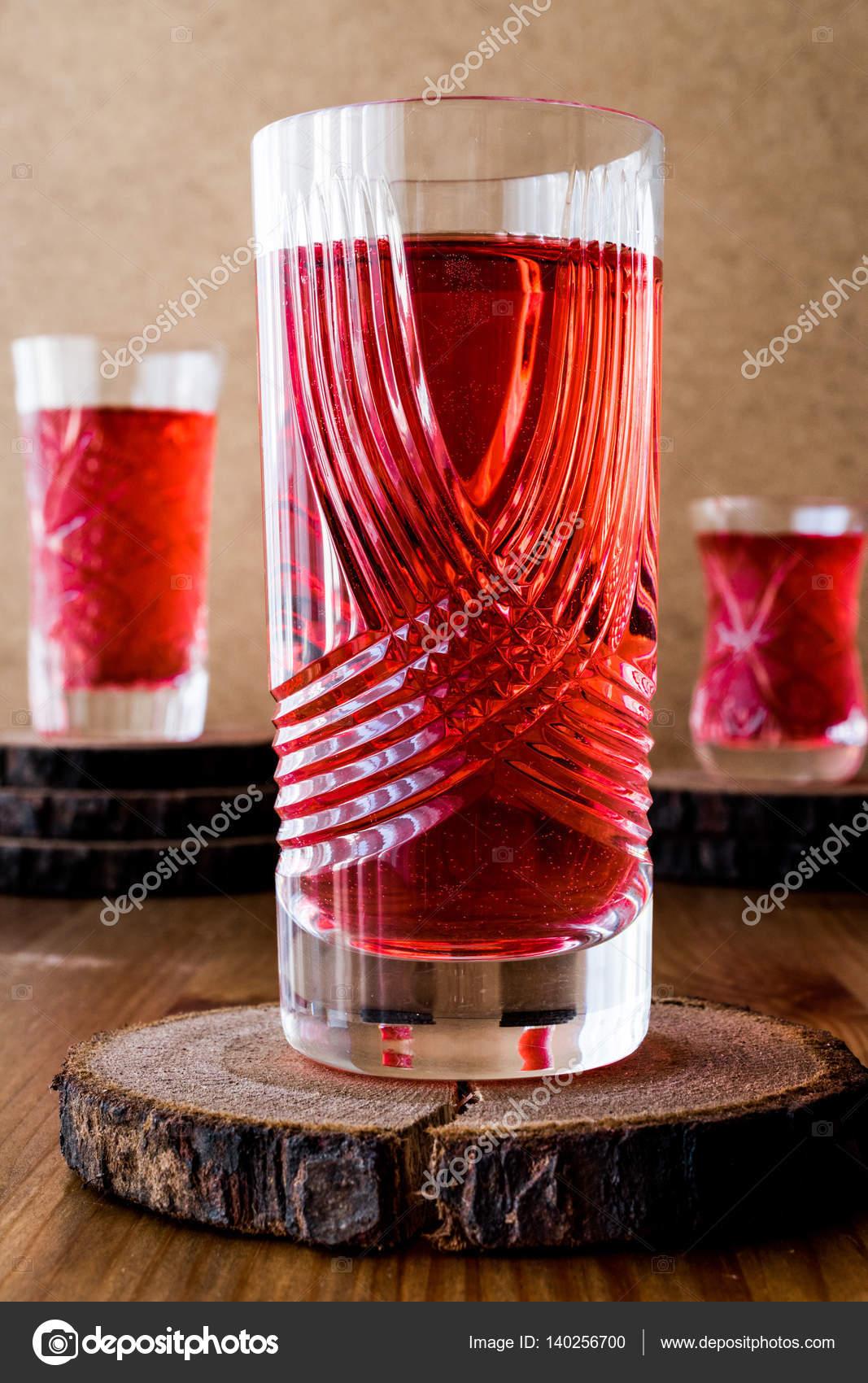 Trkische Osmanische Trinken Rose Sorbet Oder Cranberry Serbet In Berhmte Kristallglas Foto Von Alp Aksoy