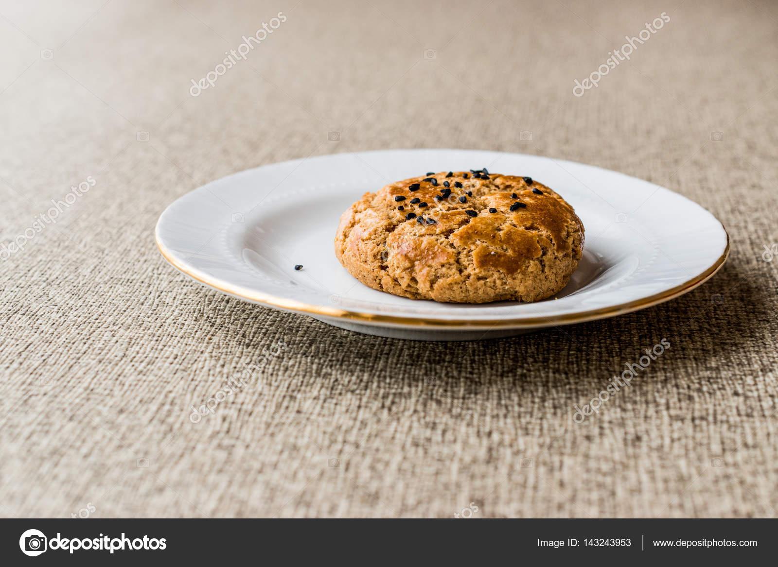 selbstgemachter Kuchen (Pogatsche) mit Schwarzkümmel-Samen ...