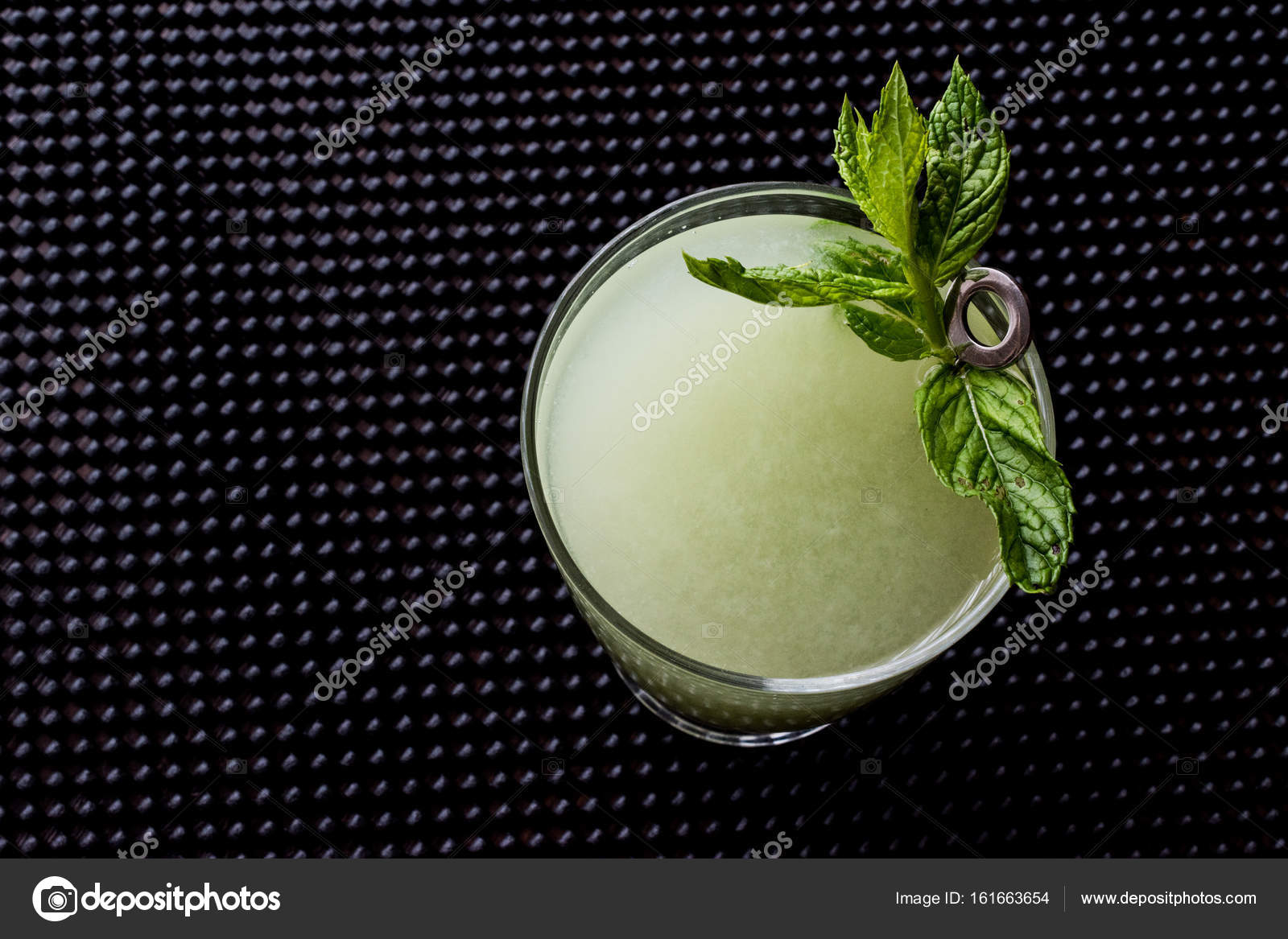 Grasshopper cocktail with mint leaves  — Stock Photo