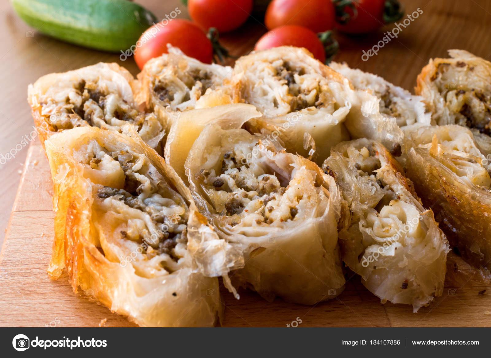 Borek turco kol boregi con carne picada fotos de stock alpaksoy borek turco kol boregi con carne picada fotos de stock forumfinder Images