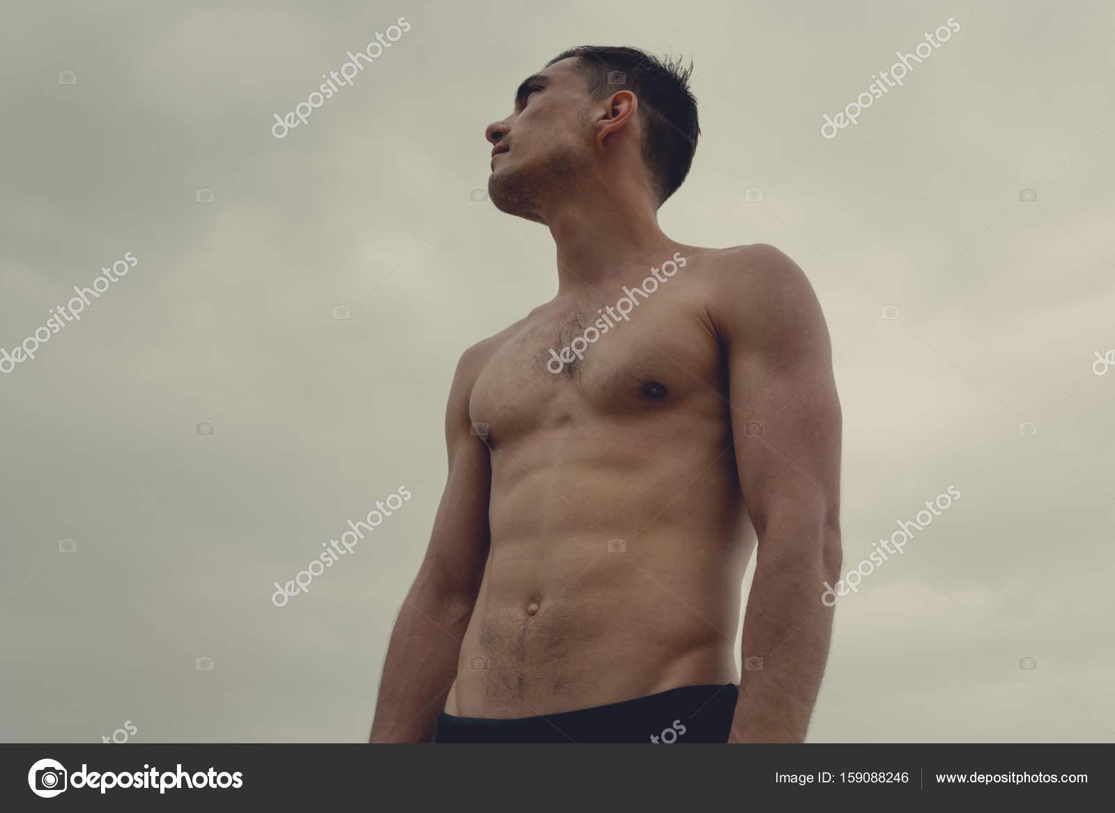 En Hombre SpeedoEl Playa Un Musculoso Concepto De Libertad La On0PkX8w