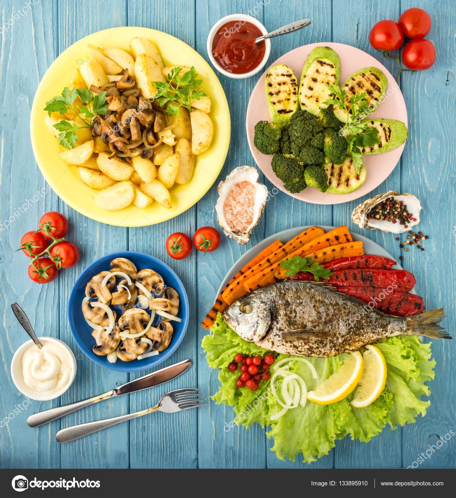 Carotte Bleue intérieur repas délicieux et nutritifs aux poissons et légumes. vue de dessus