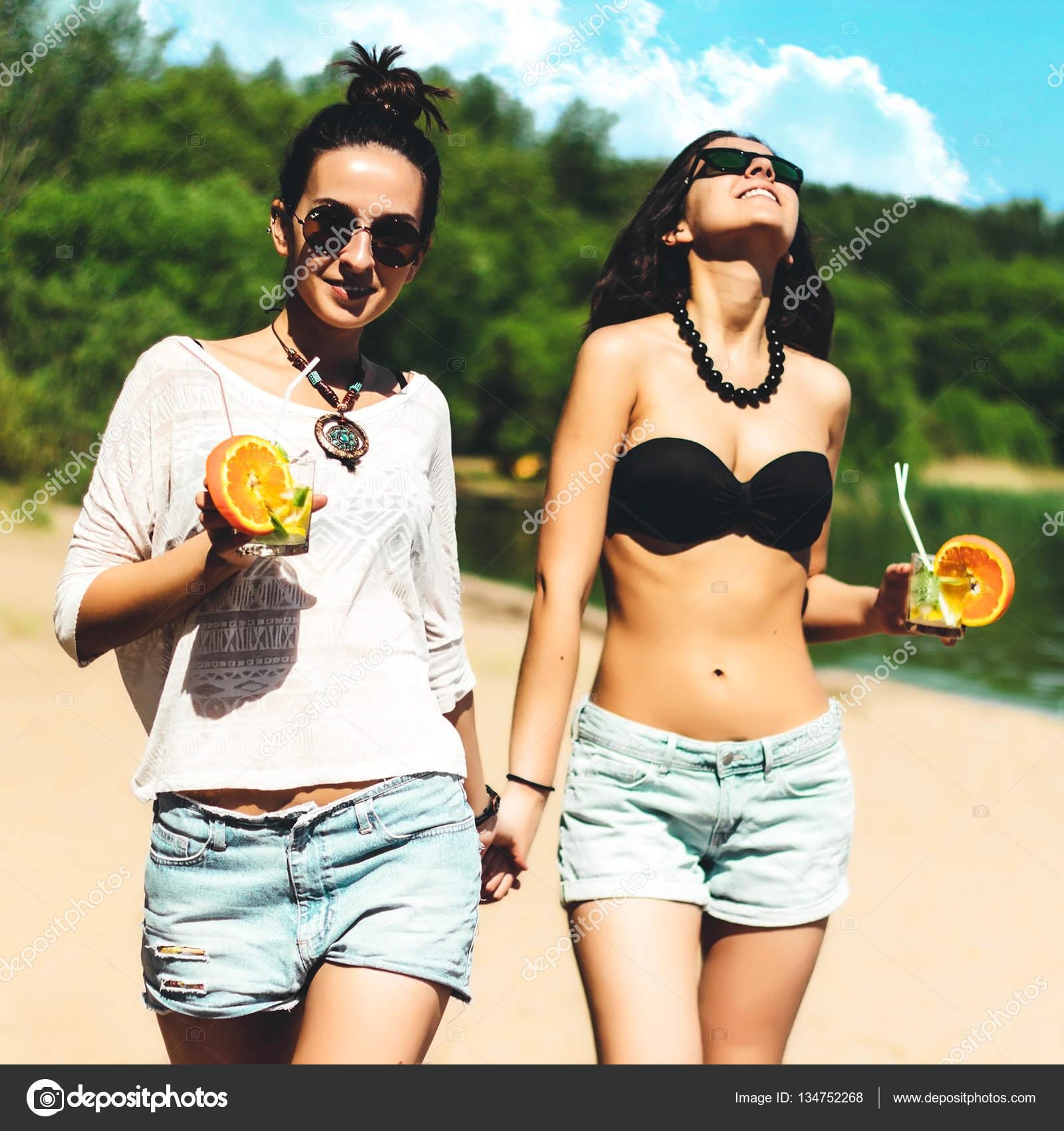 38 фотографий красивых девушек на пляже