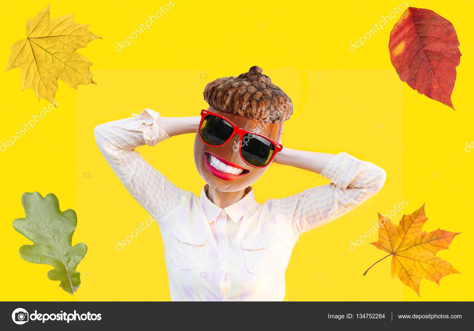 Mujer otoño divertida emocional en sombrero de la boina con la tuerca de la  bellota o roble en cambio cabeza en diversión gafas gafas de sol con labios  ... 8b81113cc1a