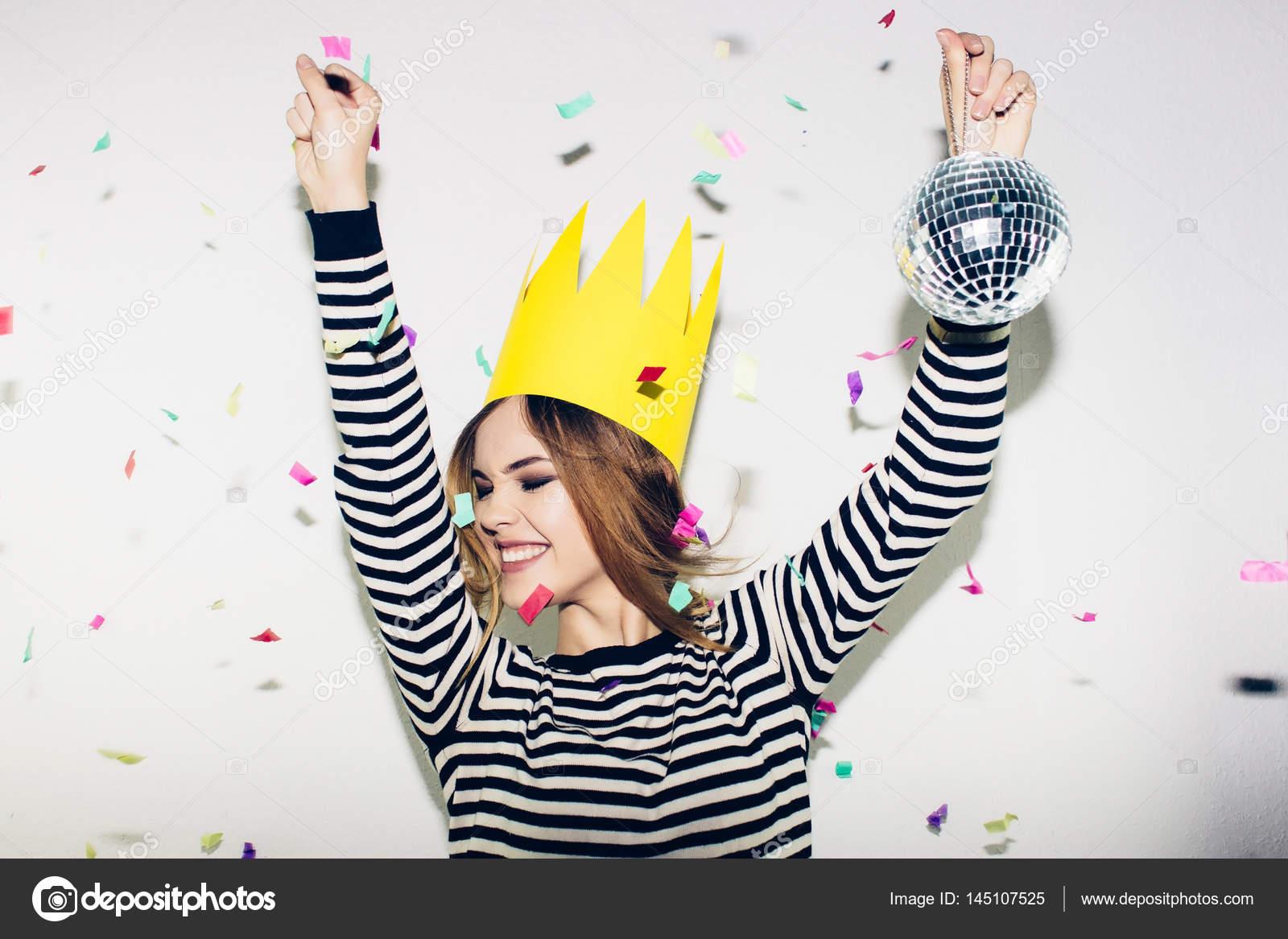 Geburtstags-Party, Silvester Karneval. Junge, lächelnde Frau auf ...