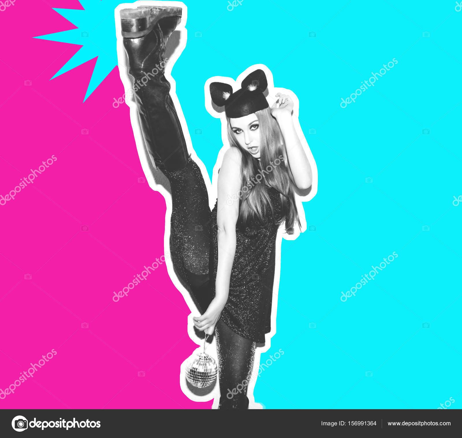 Muchacha divertida representa un pequeño gato o un ratón. Mujer con ...