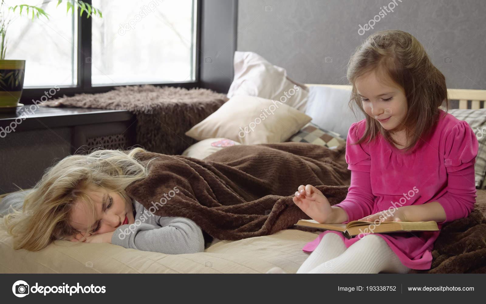 Трахает мать пока та спит русские, Сын трахнул спящую мать Cмотреть бесплатно порно 26 фотография