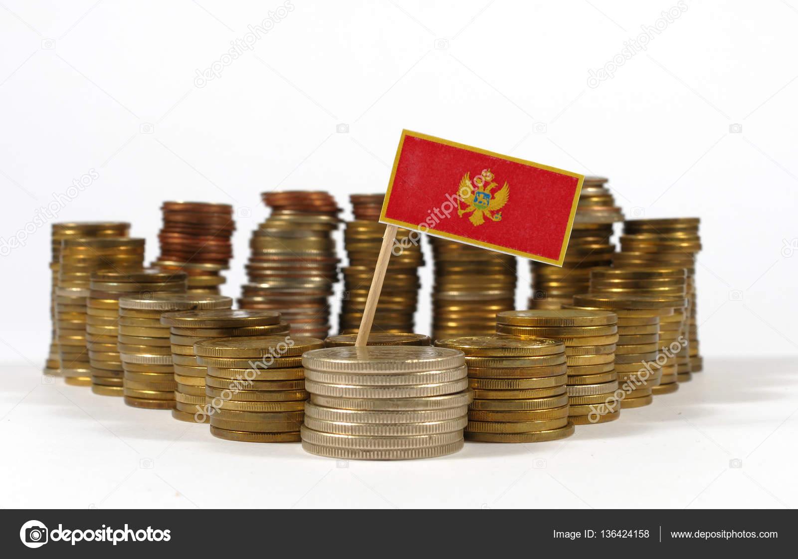 Montenegro Fähnchen Mit Stapel Von Geld Münzen Stockfoto