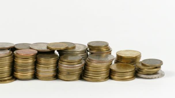 Česká republika vlajka mávala s hromadou peněz mincí