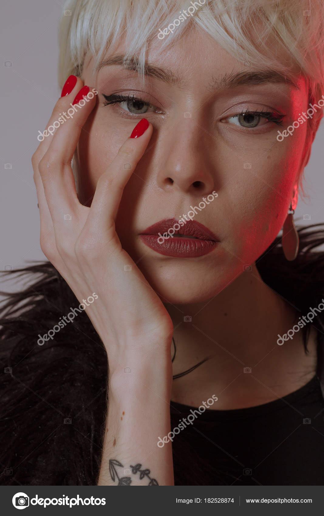 Imagenes Pelos Cortos Hermosa Chica Rubia Con Pelo Corto - Pelos-cortos-de-chica