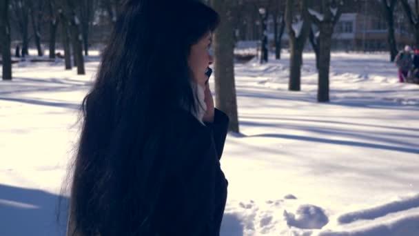 realnoe-video-devushki-ozornaya-podruzhka-v-k-krovati-seks-video