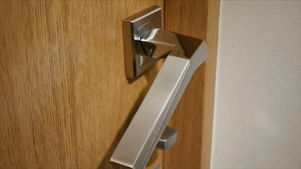 Otevření dveří, uzamknout rotaci