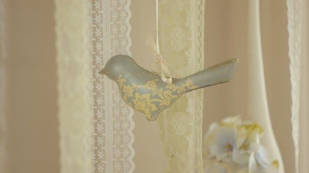 Krajky dekor stuhy, květiny a ptáci keramické