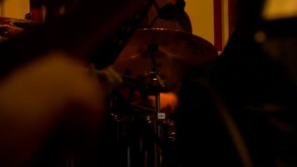 Szimfonikus zenekar, a szerződés teljesítése során. Vértes hegedűsök játszani egy koncerten