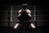 Photo Kickboxer is praying in the ring. Mongkhon. The concept of sport