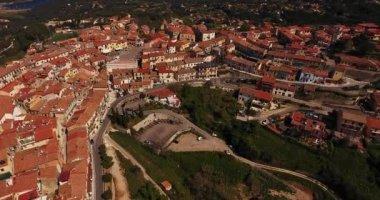 Letecký snímek posazený Městečko Capoliveri na ostrově Elba, Toskánsko, Itálie, 4k