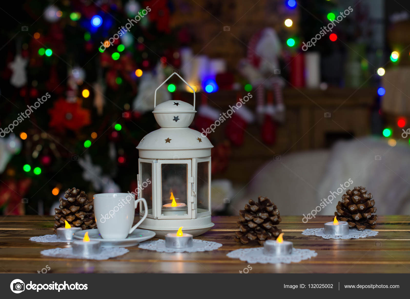 Adornos navide os con velas blancas taza de caf cono en - Adornos navidenos con velas ...