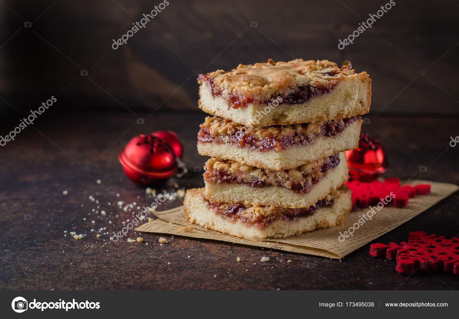 Weihnachten Winter Kuchen Mit Marmelade Stockfoto C Anikonaann