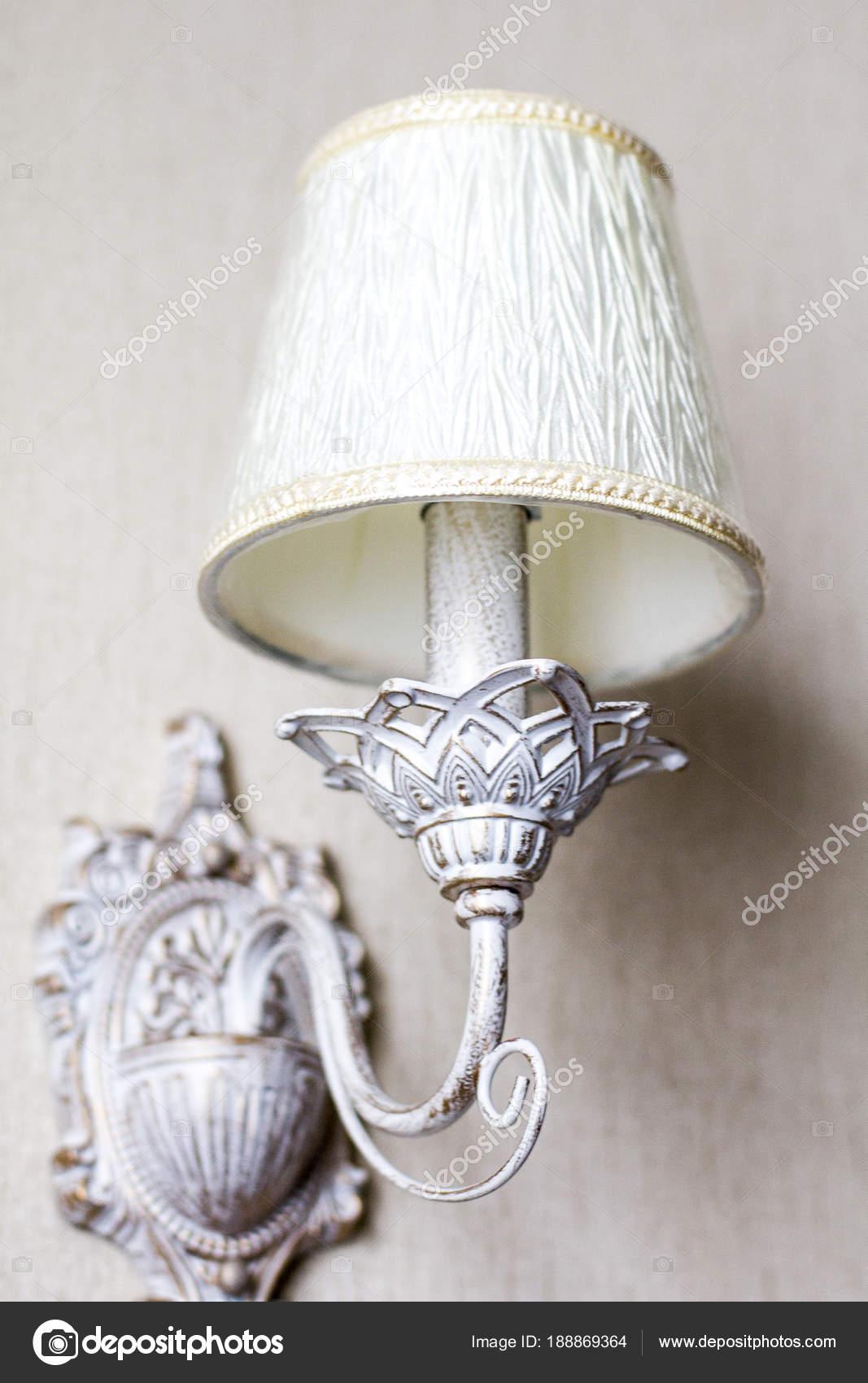 depositphotos_188869364-stock-photo-vintage-chandelier-antique-lamp-interior.jpg