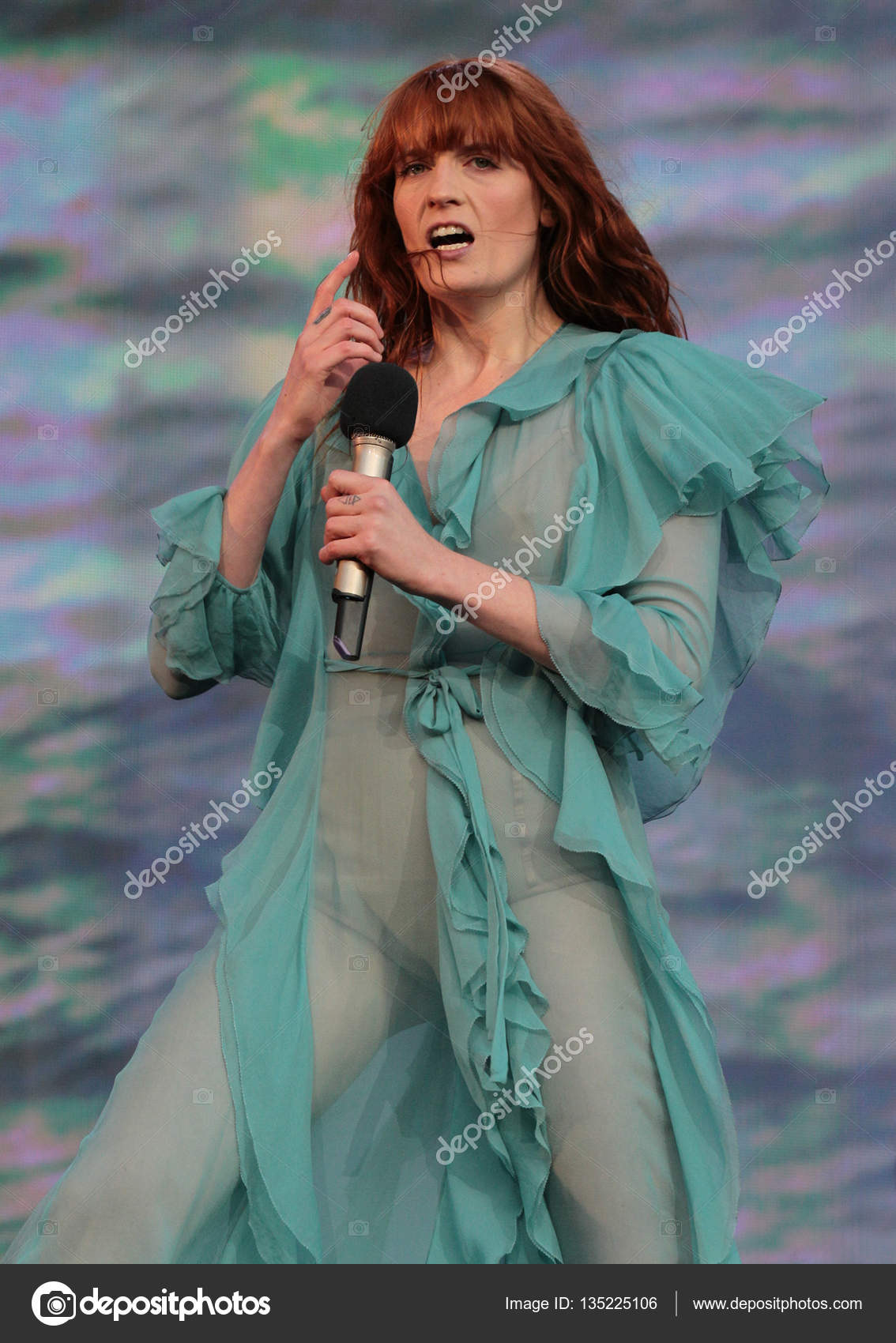 singer Florence Welch – Stock Editorial Photo © Twocoms ...