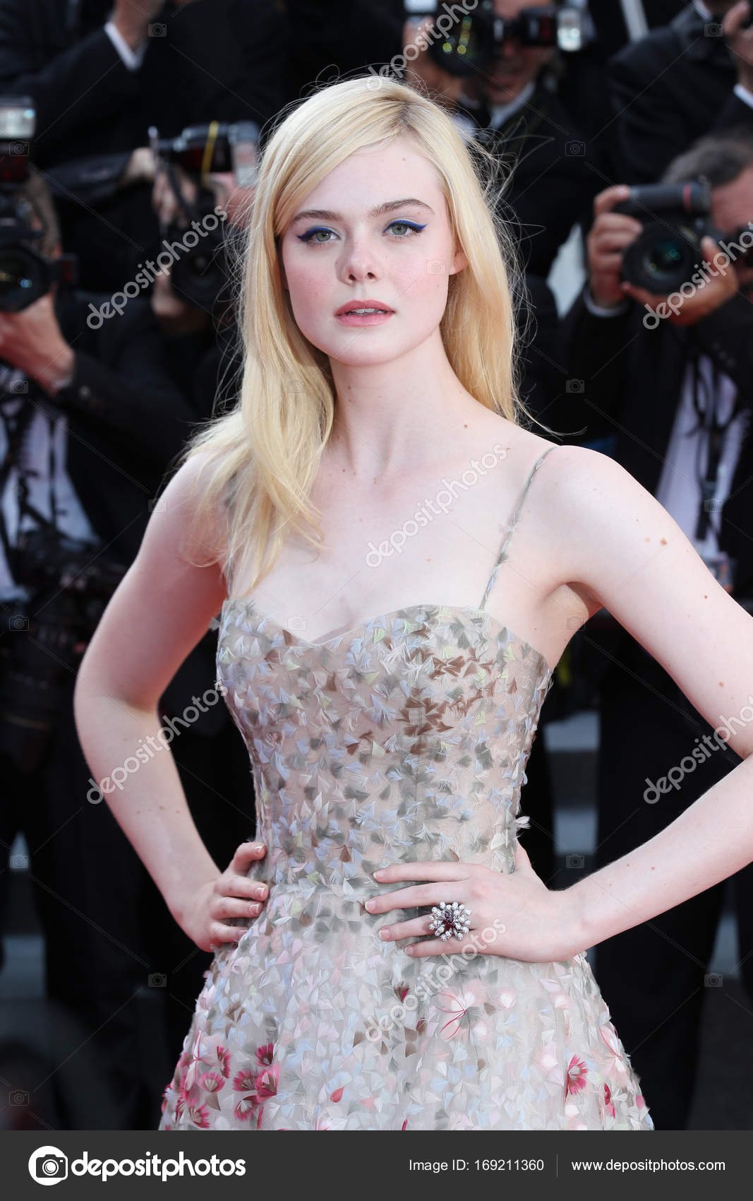 Photos Elle Fanning naked (19 photos), Sexy, Cleavage, Boobs, braless 2015