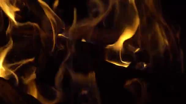 Hořící oheň, požár ve tmě